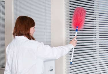 How to Clean Venetian Blinds Easily